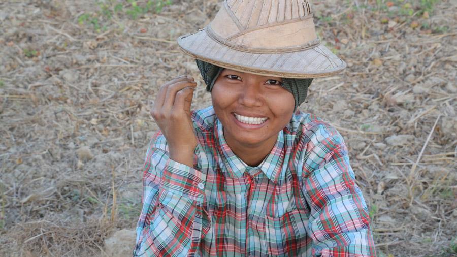 Birmanie Jeune fille souriante