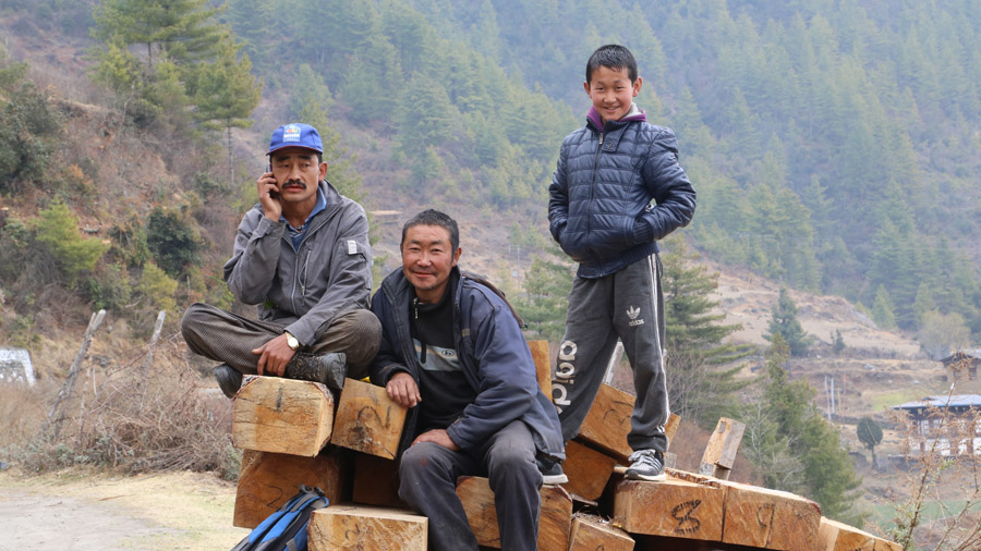 Bhoutan Travailleurs du bois