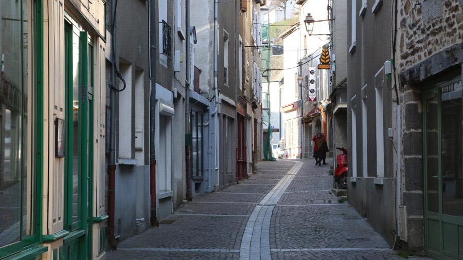 1057 France Cantal