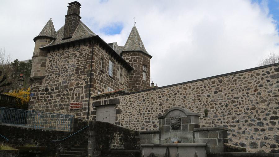 833 France Cantal